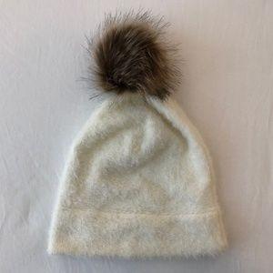 UO Fuzzy White Faux Fur Pom Pom Beanie NWOT